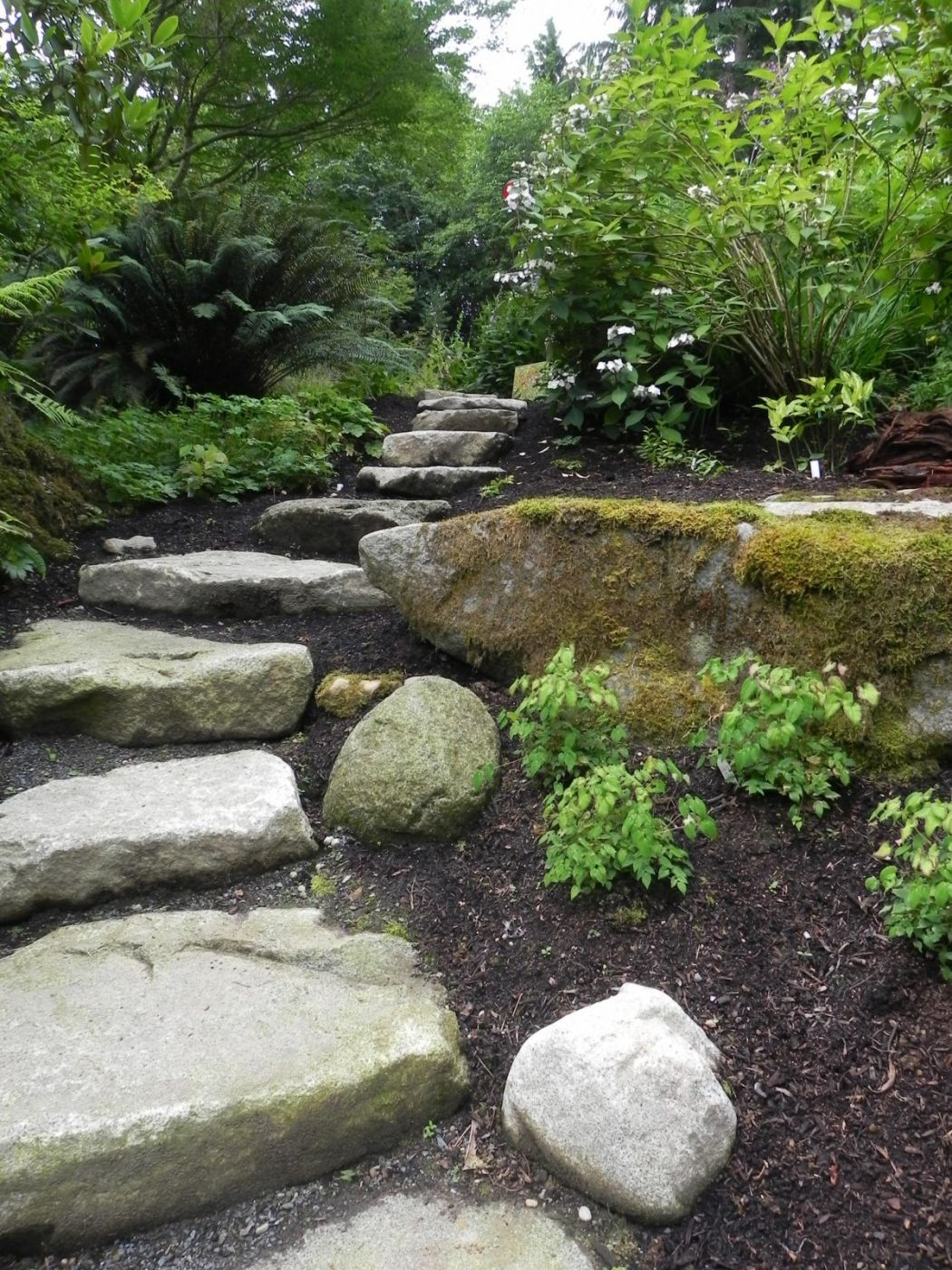 Natural stone steps sublime garden design landscape for Natural rock landscaping