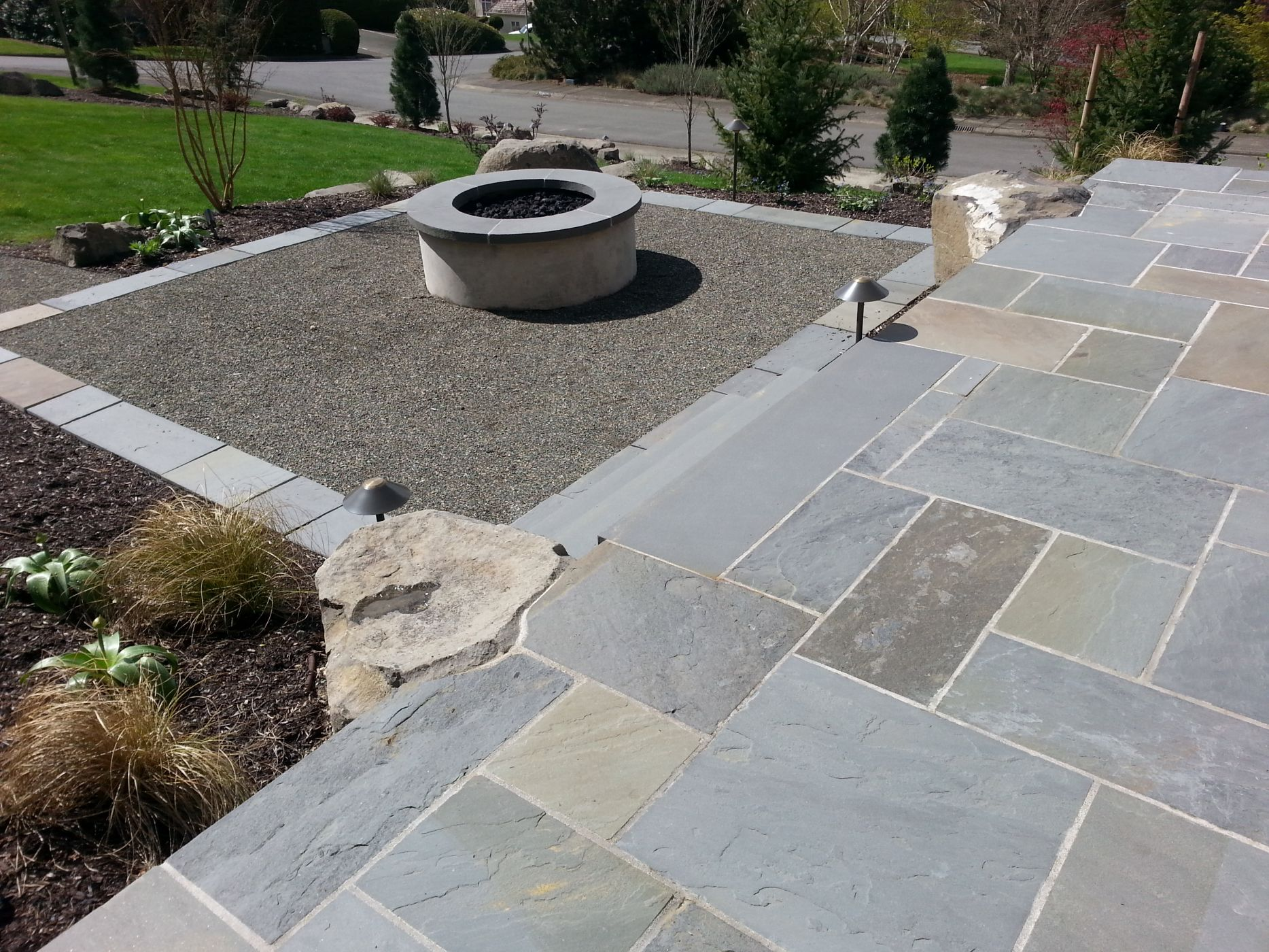 Sammamish gas fire pit and bluestone patio sublime for Blue stone patio with fire pit
