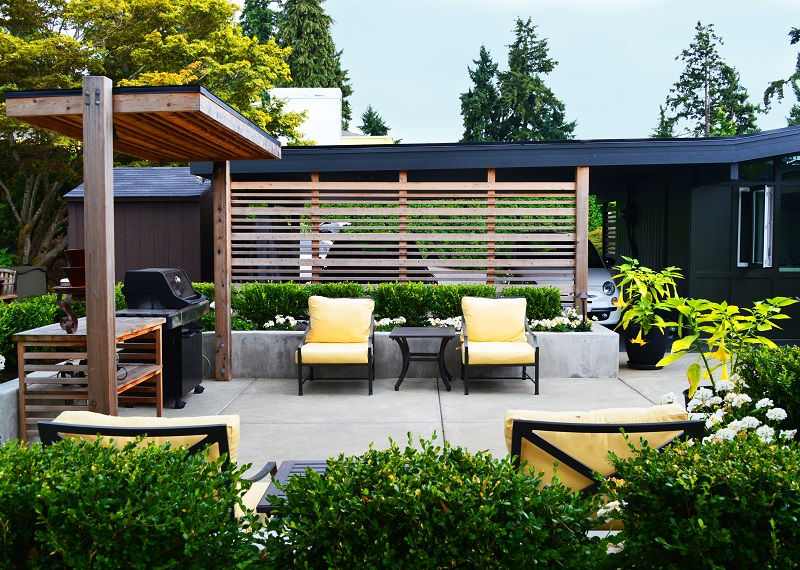 Medina Modern Concrete Patio With Wood Screen And Grill Cover By Sublime  Garden Design (800×570)