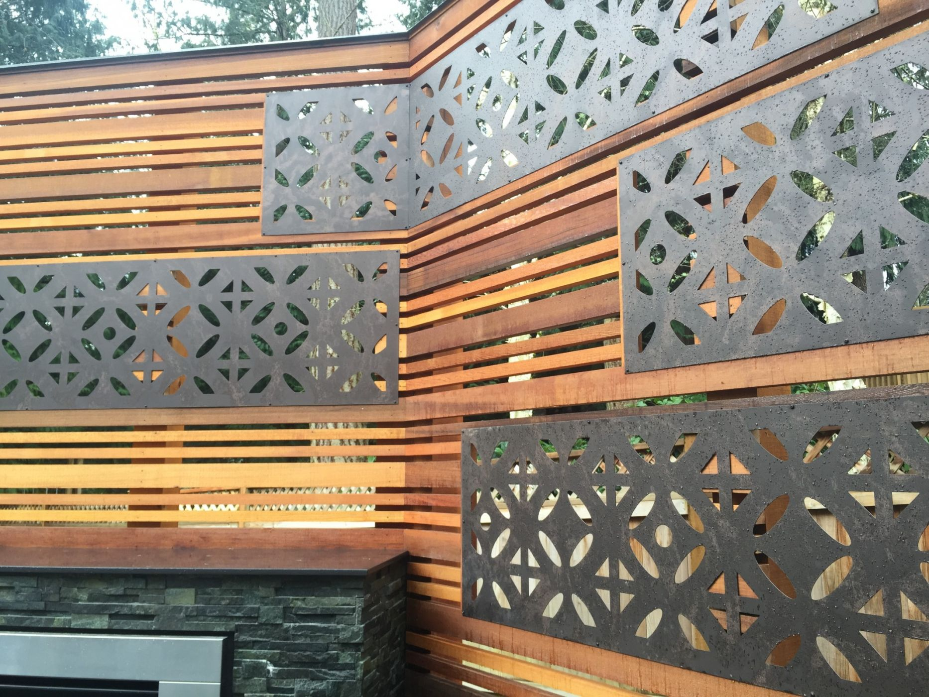 Sammamish deck privacy screen with parasoleil inserts for Garden privacy screen designs